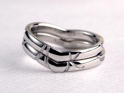 合わせるとイニシャルプラチナ結婚指輪