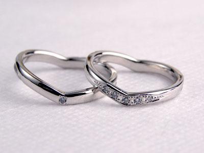 斜めから見るとハートの結婚指輪