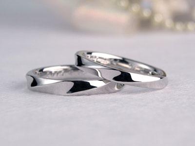 表面の捻じれ手作り結婚指輪