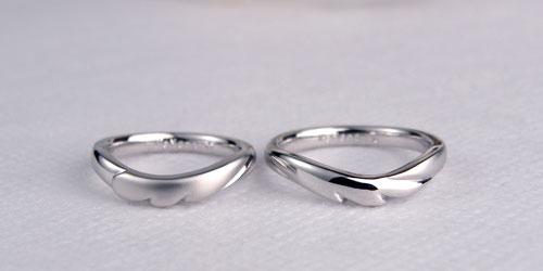 翼を広げた手作り結婚指輪