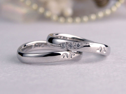 クローバーが浮かぶ手作り結婚指輪