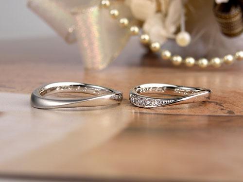 捻れにダイヤを入れた手作り結婚指輪