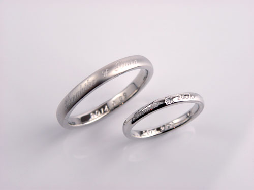 表面に文字レーザー彫刻指輪