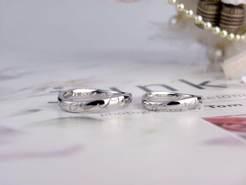 並べた手作り結婚指輪