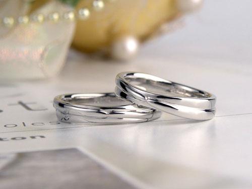 ハグする手作り結婚指輪