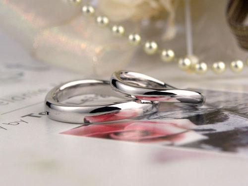 優しい雰囲気の結婚指輪