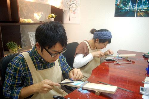 手作り指輪の製作作業