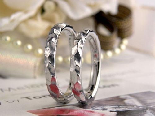 凸凹テクスチャーの結婚指輪