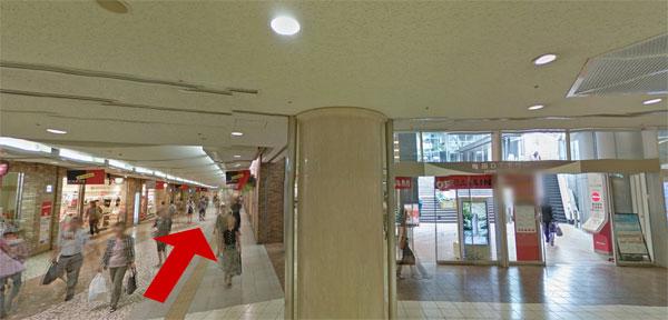 梅田DTタワー横の地下道