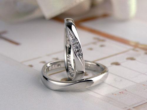 S字型優しいフォルムの結婚指輪