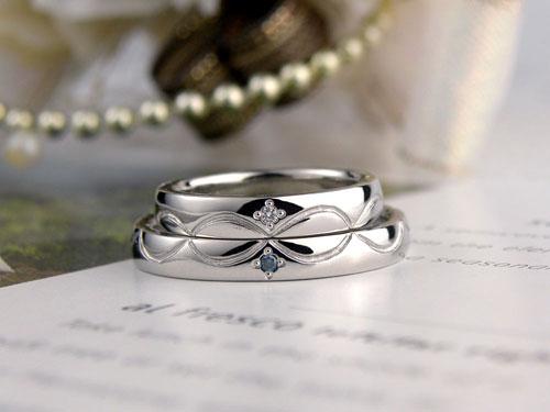 無限大にも見えるレース模様結婚指輪