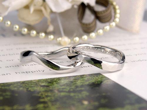グニャグニャの結婚指輪