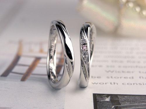ピンクダイヤ・スパイラルラインの結婚指輪