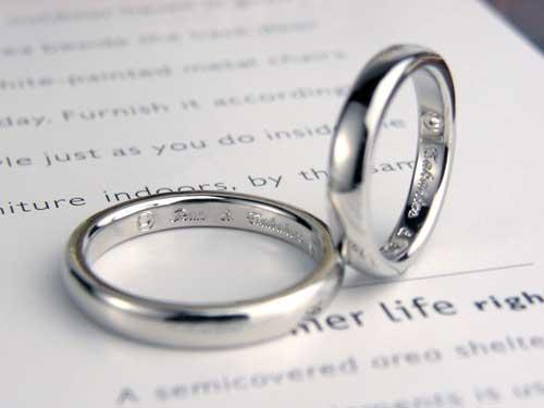 内側にオリジナルマーク手作り結婚指輪