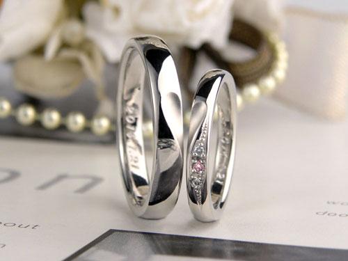 合わせるとハートが浮かぶ結婚指輪