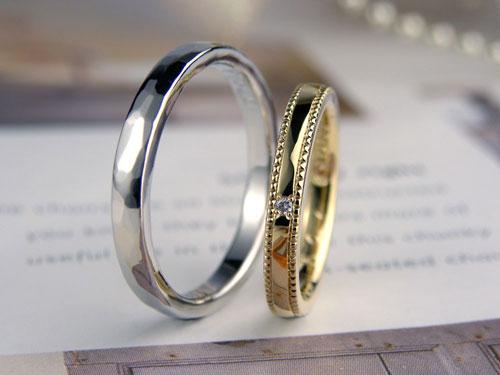 ミル打ちと槌目模様の結婚指輪