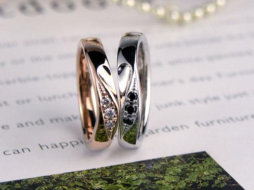 ハートが浮かぶブラックダイヤ結婚指輪