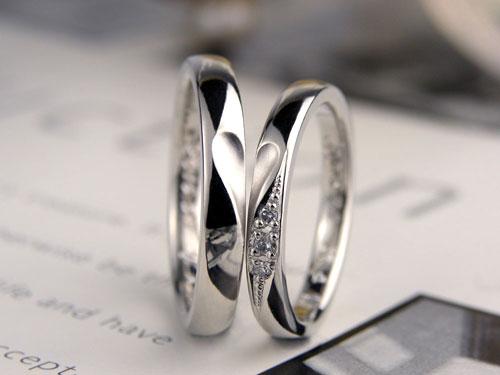 合わせるとハートの結婚指輪
