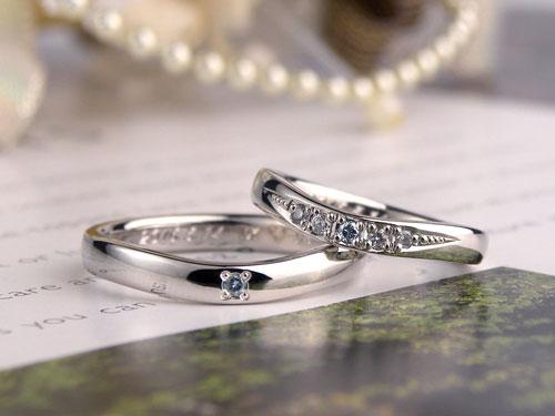 V字型アイスブルーダイヤ結婚指輪