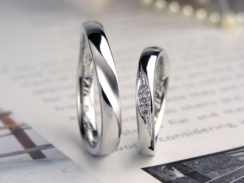 ダイヤと斜めツヤ消しラインの結婚指輪