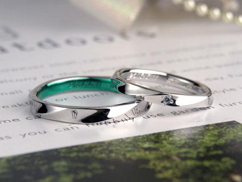 内側グリーンの結婚指輪