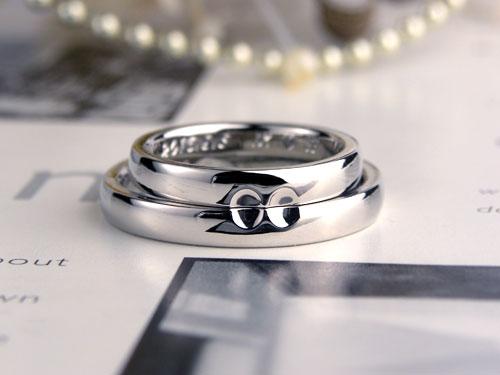 合わせ方で無限大マークも浮かぶ結婚指輪
