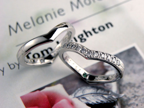 ハートに見えるダイヤが豪華な結婚指輪