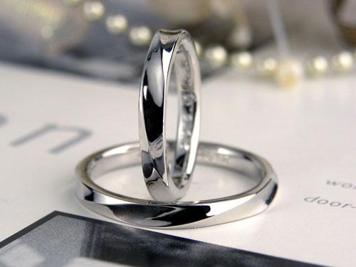 捻れ模様のプラチナ結婚指輪