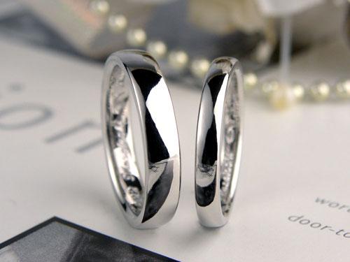 シンプルなプラチナ甲丸結婚指輪