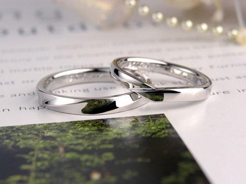 V型とストレート型の結婚指輪