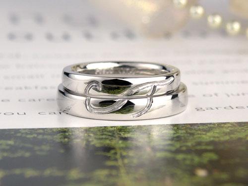 合わせるとイニシャル結婚指輪