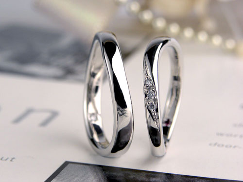 S字型ダイヤの手作り結婚指輪