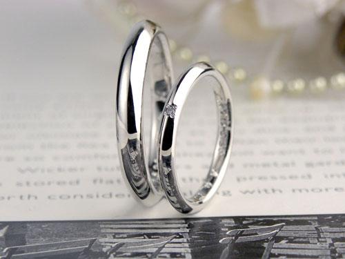 ストレート型で表面が三角の結婚指輪