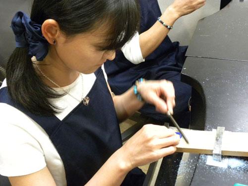 手作り指輪ヤスリ作業