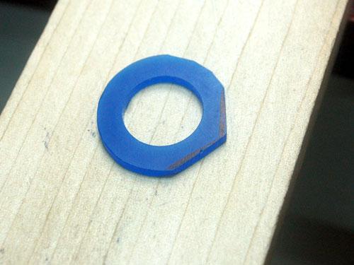 結婚指輪のワックス厚みを削る