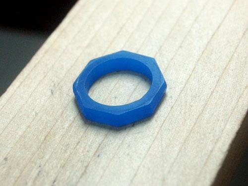 ワックスの全周の厚みを削った結婚指輪原型
