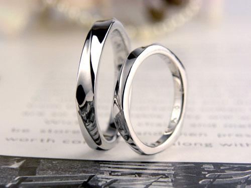 螺旋状にねじれたプラチナ結婚指輪