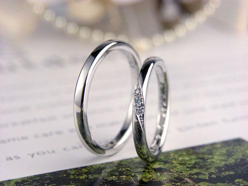 シーブルーダイヤ甲丸結婚指輪