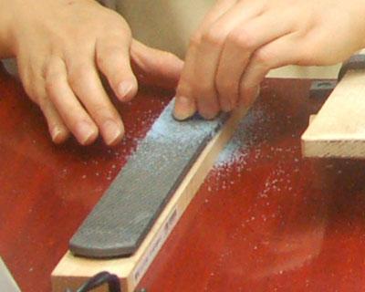 ワックス切り取った断面を削る道具