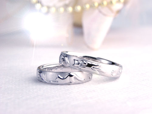伸びするネコのオーダー結婚指輪