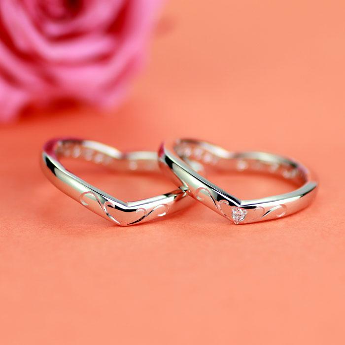 ハートのシルエットにアイビー彫刻手作り結婚指輪