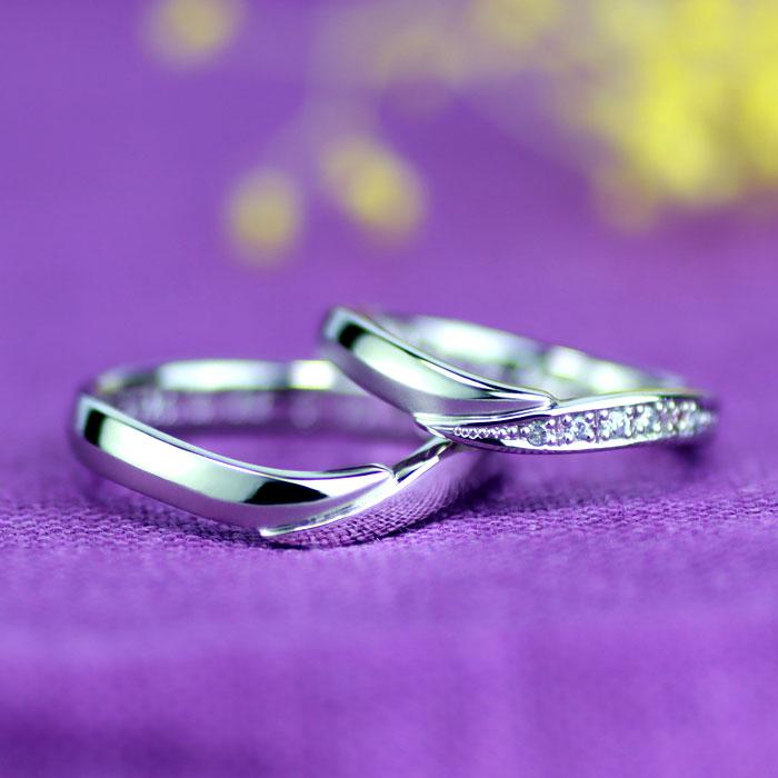 U字型に腕が繋がった手作り結婚指輪