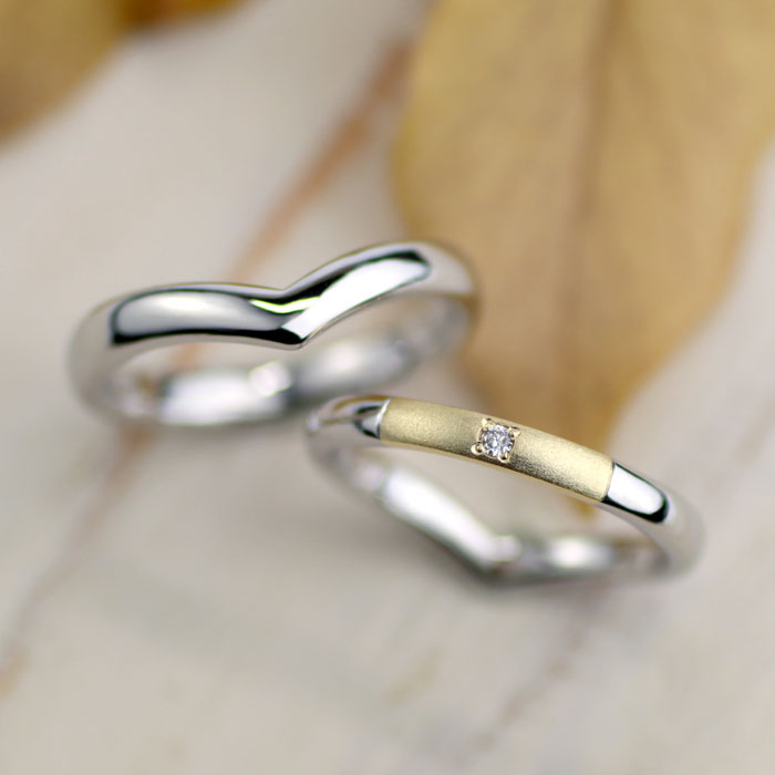 金とプラチナのコンビでV字型手作り結婚指輪