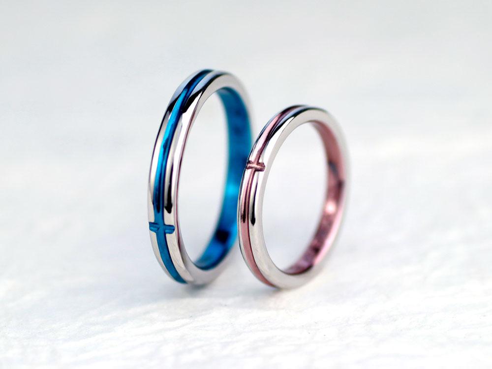 ブルーとピンクコートで十字架になった手作り結婚指輪