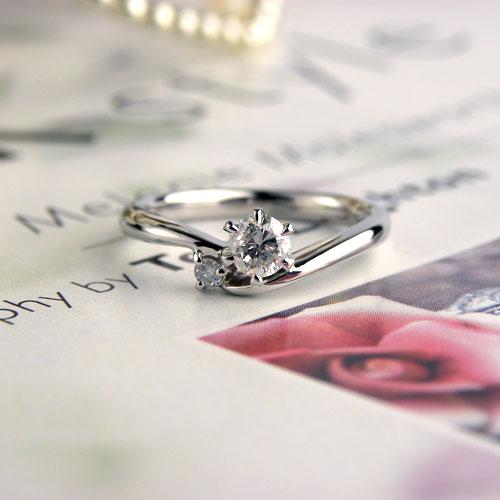 サプライズで手作りV字型婚約指輪
