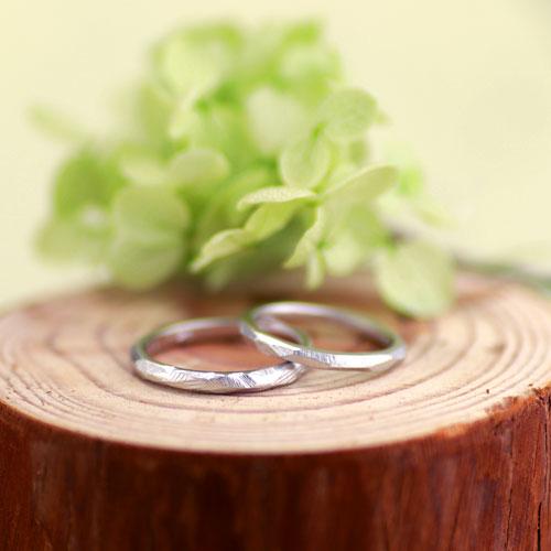 削ったヤスリ目を活かした手作り結婚指輪