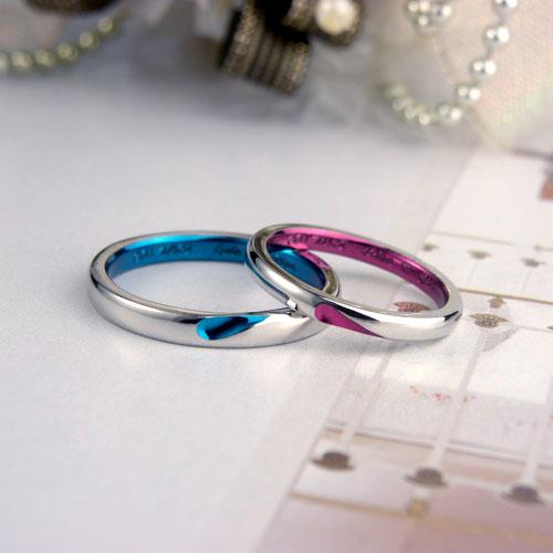 ブルーとピンクのハートが浮かぶ手作り結婚指輪