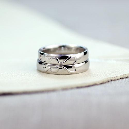 尻尾がハートのネコ結婚指輪