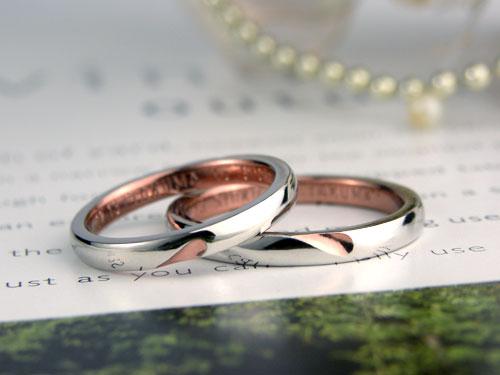 ピンクのハートが浮かぶ手作り結婚指輪
