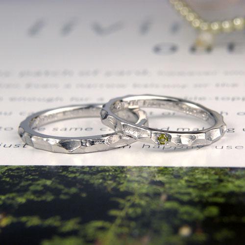 凸凹した表面の手作り結婚指輪